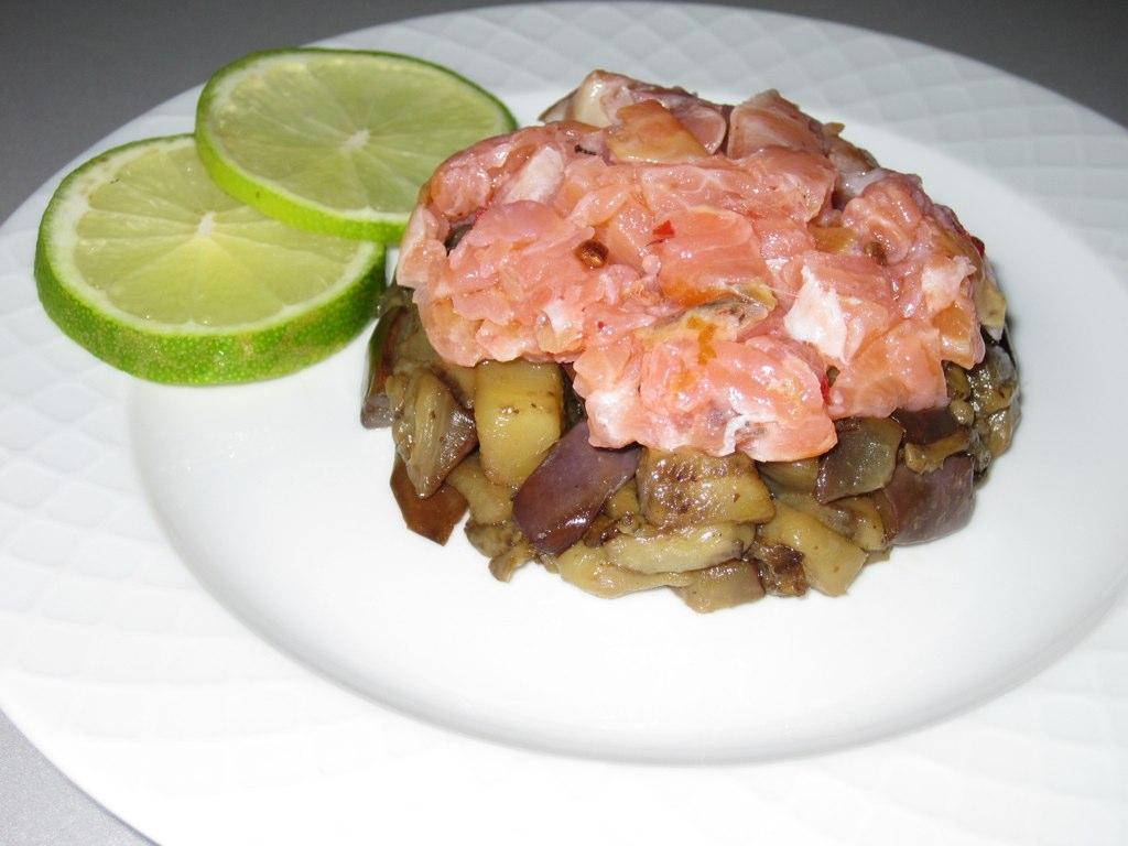 Antipasto di salmone marinato e melanzane