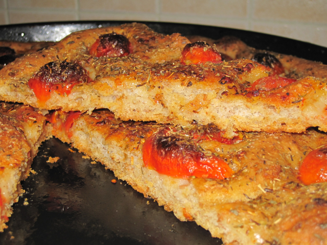 Focaccia integrale con pomodorini